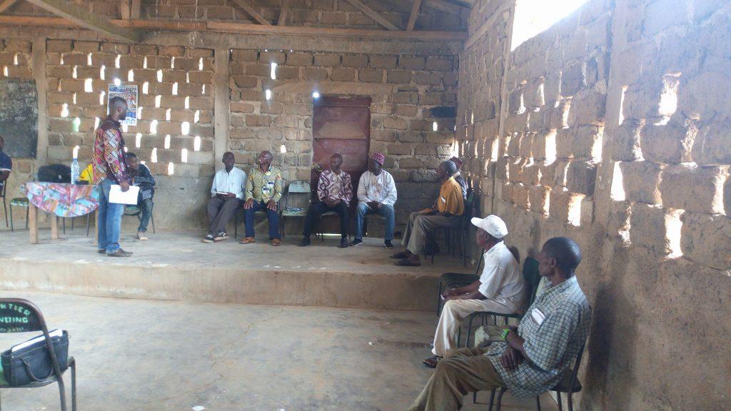 Photo d'une réunion de plusieurs personnes dans le cadre de la défense des intérêts des populations de Makénéné